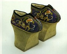 Flowerpot-sole shoes in the Qing Dynasty, Forbidden City collection.