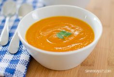 Carrot Soup Serves 4 Extra Easy - syn free per serving Green - syn free per serving Original - syn free per serving Ingredients 1 large sweet onion, finely My Recipes, Soup Recipes, Diet Recipes, Cooking Recipes, Slimming World Recipes Syn Free, Slimming Eats, Soup Kitchen, Carrot Soup, Healthy Eating Recipes