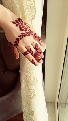 Latest Hand Mehndi Designs 2018 for Girls Modern Henna Designs, Arabic Henna Designs, Mehndi Design Pictures, Mehndi Designs For Fingers, Latest Mehndi Designs, Simple Mehndi Designs, Henna Tattoo Designs, Mehandi Designs, Mehndi Images