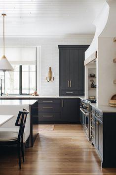 Kitchen Redo, Home Decor Kitchen, Interior Design Kitchen, New Kitchen, Home Kitchens, Kitchen Remodel, Modern Kitchen Designs, Kitchen Ideas, Modern Kitchen Interiors