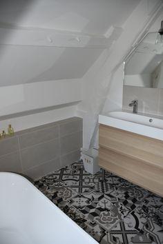 Création complète d'une salle de bain sous les toits pour une maison de famille dans le Vexin