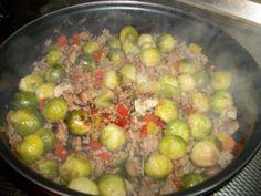 Spruitjes roerbakschotel. Gezonde spruitjes uit de wok. De mini kooltjes staan bekend om hun gezonde eigenschappen. Serveer deze spruitjes roerbakschotel ee
