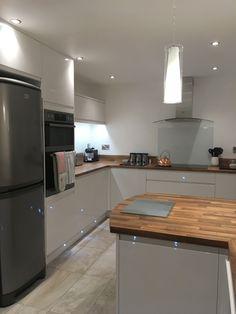 New Kitchen, Kitchen Dining, Kitchen Decor, Interior Design Kitchen, Interior Design Living Room, Guest House Plans, Handleless Kitchen, Bungalow Kitchen, Kitchen Organisation