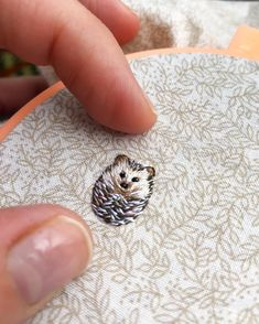 Mini-Embroidery Hedgehog by - . Mini embroidery hedgehog by – men Hand Embroidery Patterns, Diy Embroidery, Cross Stitch Embroidery, Embroidery Designs, Embroidery Materials, Fabric Crafts, Sewing Crafts, Diy Broderie, Bordado Floral
