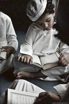 Bonda: 7 Kaedah Ajar Anak Belajar Al Quran Yang Boleh Ibu Bapa Buat! Islamic Images, Islamic Pictures, Islamic Art, Muslim Pictures, Muslim Images, Islamic Quotes, Religions Du Monde, Cultures Du Monde, Quran Wallpaper