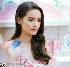 Yaya...follow me for more Pure Beauty, Beauty Women, Pretty People, Beautiful People, Beautiful Women, Asian Eye Makeup, Beauty Around The World, Ulzzang Korean Girl, Beautiful Actresses