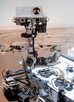 Mars rover snaps spooky portraits (Photo: NASA / JPL-Caltech / MSSS / KrisK / JMKnapp) Me: looks like the Mars Rover took a 'selfie. Curiosity Mars, Curiosity Rover, Cosmos, Apollo 11, Nasa, Mars Science Laboratory, Mars Planet, Red Planet, Space Race