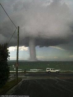 Water Spout with a storm offshore as a car races on ahead as the waterspout appears close to the shoreline at Batemans Bay, 225 km south of Sydney All Nature, Science And Nature, Amazing Nature, Tornados, Thunderstorms, Natural Phenomena, Natural Disasters, Fuerza Natural, Skier