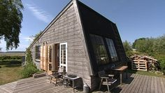 lille sommerhus roneklint - Google-søgning Tiny House, Beach House, Cabin, Architecture, House Styles, Outdoor Decor, Summer Houses, Inspiration, Camilla