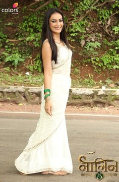 Bela in Nagin 3 pics Dress Indian Style, Indian Dresses, Indian Wear, White Sari, Bridesmaid Saree, Tashan E Ishq, Wedding Couple Poses, Simple Sarees, Saree Look