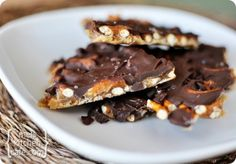No candy thermometer needed for this divine easy chocolate toffee pretzel bark w. - No candy thermometer needed for this divine easy chocolate toffee pretzel bark with a little sprink - Köstliche Desserts, Delicious Desserts, Dessert Recipes, Yummy Food, Health Desserts, Baking Recipes, Healthy Food, Candy Recipes, Sweet Recipes