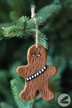 As huge Star Wars fans we love these cinnamon Chewbacca ornaments! With this step-by-step tutorial they are easy to make with the kids. Star Wars Christmas Tree, Diy Christmas Ornaments, Homemade Christmas, Holiday Crafts, Christmas Holidays, Holiday Fun, Beaded Ornaments, Felt Christmas, Glass Ornaments
