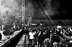 Zabawny obrazek Arejna Robbena • Holender skacze na publiczność • Arjen Robben śmiesznie skacze ze sceny • Wejdź i zobacz więcej >>