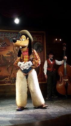 Avant le spectacle la Légende de Buffalo Bill... avec Mickey et ses amis ! - 2015