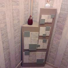 Voici une nouvelle réalisation :  un meuble en carton, tout particulièrement adapté pour une pièce étroite comme le wc.    Plus d'infos: http://operlines.eu/cartonnage/creations-cartonnage/meuble-carton-cartonnage/meuble-de-rangement-en-carton-pour-wc/