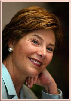 Famous introvert : Former First Lady Laura Bush. A former teacher/librarian and champion of education. Presidents Wives, Greatest Presidents, American Presidents, First Lady Of America, Us First Lady, Bush Family, American First Ladies, Laura Bush, Classy Women