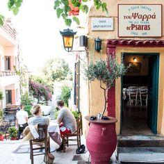 «Η παλιά ταβέρνα του Ψαρρά»: Αυτό είναι το παλαιότερο εστιατόριο στην Ελλάδα, λειτουργεί από το 1898 [εικόνες]   ΕΛΛΑΔΑ   iefimerida.gr Thessaloniki, Eastern Europe, Greece, Old Things, Small Balconies, Amazing, Dreams, Big, Food