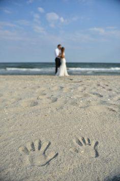Fotografia de nuntă trebuie să fie fabuloasă din toate punctele de vedere și emoțiile reflectate de imagini trebuie să fie aceleași cu cele trăite de voi în ziua evenimentului. Pentru asta, fiind fotograful vostru, mă implic emoțional în fiecare eveniment.  Îmi place să captez momentele și să le transpun într-o poveste. Povestea nunții voastre. Sunt cu siguranță cadre pe... Facebook Instagram, Wedding Photography, Wedding Photos, Wedding Pictures