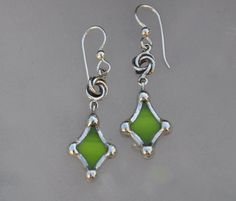 Top 11 Stained Glass Soldering Tips - Learn How to Solder Glass Art - Tools And Tricks Club Diy Gemstone Earrings, Glass Earrings, Glass Jewelry, Diamond Earrings, Silver Jewelry, Green Earrings, Jewellery, Pierced Earrings, Diamond Jewelry