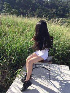 Girl Photo Poses, Girl Photography Poses, Girl Photos, Aesthetic Photo, Aesthetic Girl, Korean Girl, Asian Girl, Korean Best Friends, Girl Korea
