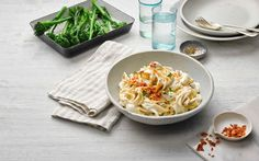 Lorraine Pascale shows busy home cooks how to create a no-fuss spaghetti carbonara, making the perfect mid-week meal for the dinner table Philadelphia Pasta, Philadelphia Recipes, Pasta Dishes, Food Dishes, Creamy Spaghetti, Cooking Recipes, Healthy Recipes, Cooking Fish, Bon Appetit