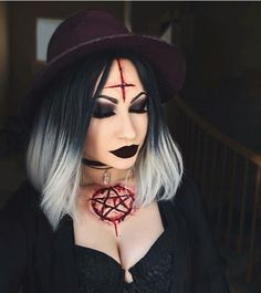 Here's an easy idea/ Maquillaje para halloween facil Ideas para halloween Disfarces Halloween, Halloween Makeup Witch, Witch Makeup, Scary Halloween Costumes, Witch Costumes, Meme Costume, Costume Makeup, Maquillage Halloween Vampire, Horror Make-up