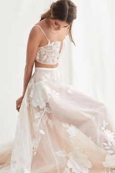 19 Bridal Separates Sets for a Modern Bridal Moment How To Dress For A Wedding, Two Piece Wedding Dress, Rustic Wedding Dresses, Best Wedding Dresses, Boho Wedding Dress, Reception Dresses, Wedding Dress Crop Top, Corset Wedding Dresses, Tulle Wedding