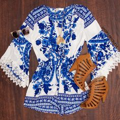 Beautiful romper! I love the sleeves, colors, and pattern! I also love these shoes❤️
