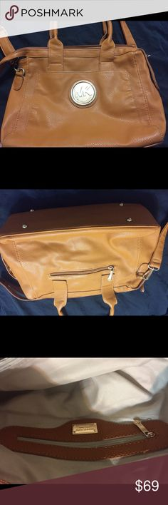 Michael kors authentic purse Very clean and no tears or stains authentic only 69$$ Michael Kors Bags