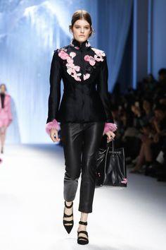 Shiatzy Chen Ready To Wear Fall Winter 2015 Paris