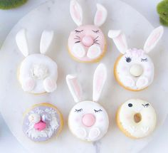 How cute are these little bunny donuts made by the wonderful They would be the perfect treat for an Easter sleepover party! 🐰🥕 They have lots of mermaid, unicorn, dinosaur and koala eye-candy to drool over too. Easter Cookies, Easter Treats, Donuts Tumblr, Cute Donuts, Delicious Donuts, Cute Desserts, Easter Celebration, Donut Recipes, Easter Recipes