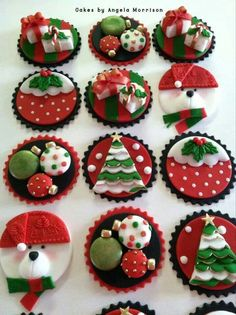 Christmas cupcake toppers also cute for Christmas cookies! Christmas Cupcake Toppers, Christmas Topper, Christmas Cake Decorations, Christmas Sweets, Christmas Cooking, Noel Christmas, Christmas Goodies, Simple Christmas, Cupcakes For Christmas