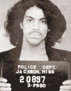 Only Prince Rogers Nelson could make a mugshot look more like a glamour shot. Wow Prince went to jail in Jackson lol I wonder for what Prince Rogers Nelson, Mayte Garcia, Celebrity Mugshots, Celebrity Skin, Minnesota, Hip Hop, Photos Of Prince, Prince Images, Famous Musicians