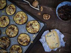 Aubergines façon pizza au bleu d'Alsace, oignons confits et noix Alsace, Appetisers, Salads, Muffin, Breakfast, Mini Pizzas, Food, Brunch, Kitchen