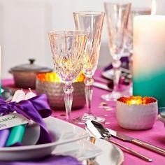 Kristálypoharak és gyertyák Flute, Champagne, Table Decorations, Tableware, Furniture, Home Decor, Crystals, Corning Glass, Dinnerware
