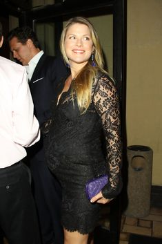 Ali Larter In Larter began her film career with an appearance in Varsity Blues, which re-united her with Dawson's Creek star Van Der Beek and close friend Amy Smart. Wet Lips, Mira Sorvino, Dawson's Creek, Amy Smart, David Schwimmer, Hollywood Boulevard, Glamour Magazine, Ali Larter, Woody Allen