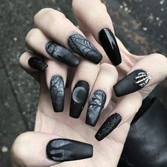 Obsessing over these #gothic #witchy claws! ♥💅👿 They'd look perfect with some R + W rings 💣