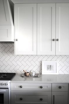Herringbone Subway Tile Backsplash - Design photos, ideas and inspiration. Amazing gallery of interior design and decorating ideas of Herringbone Subway Tile Backsplash in bathrooms, kitchens by elite interior designers. Kitchen Redo, Kitchen Tiles, New Kitchen, Shaker Kitchen, Kitchen White, Glass Kitchen, White Kitchen Backsplash, Cheap Kitchen, Green Kitchen