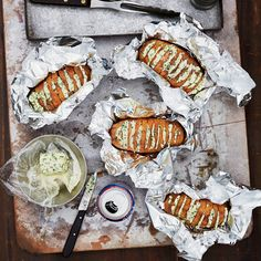 Grilled Baked Potatoes, Baked Potato Recipes, Sides For Hamburgers, Burger Sides, Classic Mac And Cheese, Grilled Steak Recipes, Summer Grilling Recipes, Compound Butter, Butter Recipe