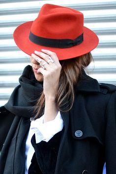 Fedora red hat // Streetstyle Fashion Week AW
