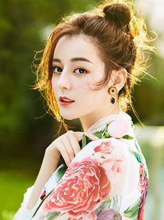 China Entertainment News: Dili Reba Beautiful Goddess, Beautiful Asian Women, Pageant Headshots, Kpop, Some Girls, Cool Eyes, Aesthetic Girl, Girl Photography, Best Makeup Products