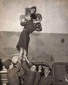 Beijos, Abraços &  Despedidas da Segunda Guerra Mundial 1939 -1945