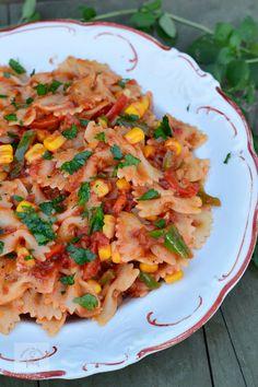 Farfalle cu legume - CAIETUL CU RETETE Pasta Salad, Vegetarian Recipes, Food And Drink, Pizza, Ethnic Recipes, Crab Pasta Salad, Vegetable Dip Recipes