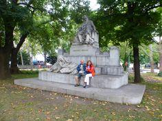 Estàtua de Johannes Brahms, prop de la Karlskirche a Vièna (Àustria)