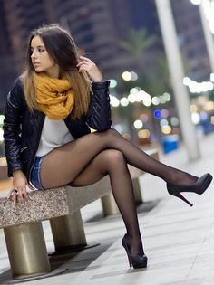 Women in pantyhose : Photo