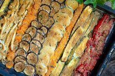 Le verdure al forno gratinate sono una ricetta semplice e gustosa che ben si accompagna ai secondi piatti di carne o di pesce, ma che può rappresentare anche una pietanza a se stante, se desiderate un pasto light ma ugualmente ricco di soddisfazione