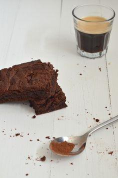 Beste brownies ever! Beste Brownies, Fudge Brownies, Dutch Recipes, Sweet Recipes, Bakery Recipes, Dessert Recipes, Pastry School, Sweet Bakery, Sweet Pie