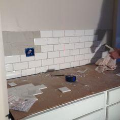 How to tile a backsplash - step by step directions.  Great DIY home renovation blog