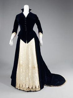 Another One Of My Favorites Evening dress Department Store: Frederick Loeser & Company (American, founded Date: 1881 Culture: American Medium: cotton, silk Dimensions: Length at CB (a): 30 in. cm) Length at CB (b): 54 in. Vintage Outfits, Vintage Gowns, Vintage Mode, 1880s Fashion, Edwardian Fashion, Vintage Fashion, Women's Fashion, Antique Clothing, Historical Clothing