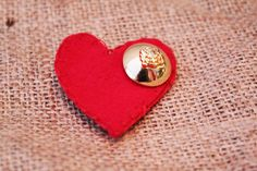 felt heart brooch with large gold button. Cufflinks, My Etsy Shop, Felt, Brooch, Buttons, Accessories, Style, Swag, Felting